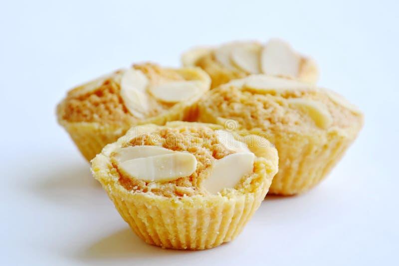 Download Les Biscuits De Beurre Mettent En Forme De Tasse L'amande De Tranche D'écrimage Sur Le Fond Blanc Image stock - Image du dessert, laiterie: 87706517
