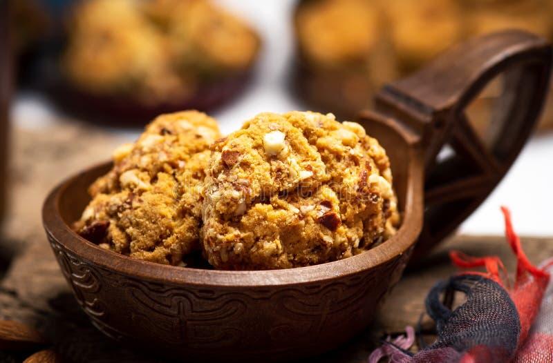 Les biscuits intégraux avec des amandes se ferment  images stock