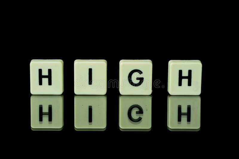 les blocs avec des lettres ont placé sur une table en verre Mots disposés du le image stock