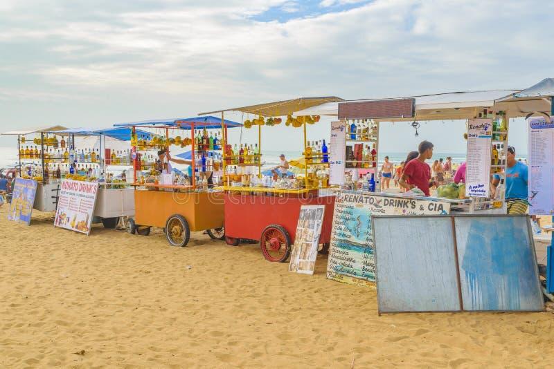 Les boissons s'élève à la plage Jericoacoara Brésil image libre de droits