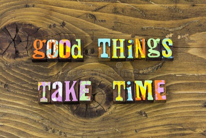 Les bonnes meilleures meilleures choses prennent la copie de typographie de la patience de temps photos stock