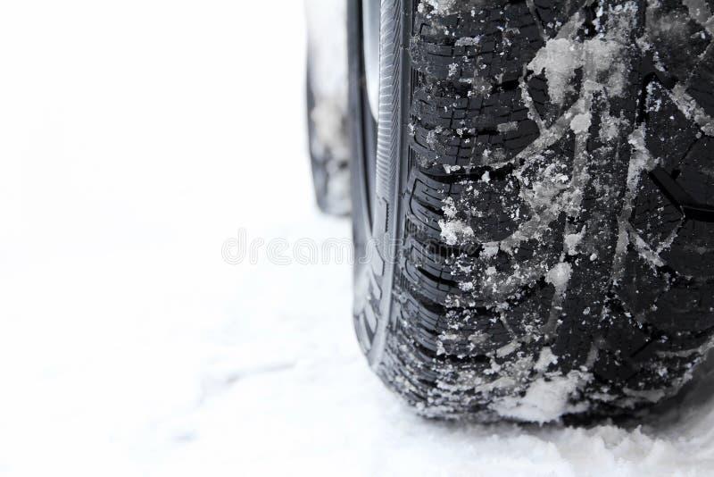 Les bons pneus d'hiver sont importants photographie stock