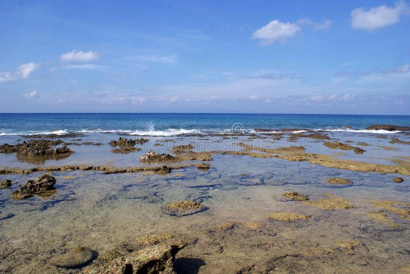 Les bords de mer rocheux chez Laxmanpur échouent, Neil Island photographie stock libre de droits
