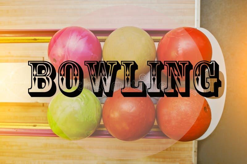 Les boules de bowling de fond de bowling de mot image stock
