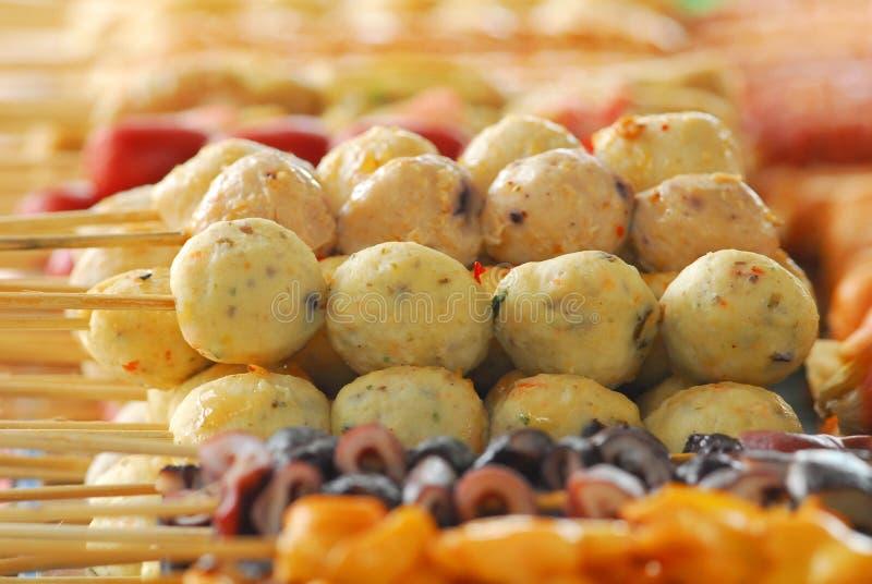 Les boulettes de viande de recouvrement est un aliment de rue à vendre photographie stock libre de droits