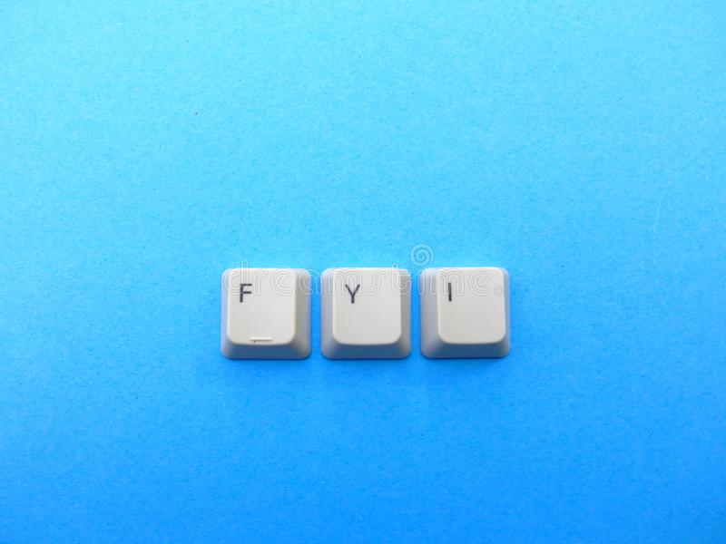 Les boutons d'ordinateur forment une abréviation de For Your Information de FYI Ordinateur et argot d'Internet image stock