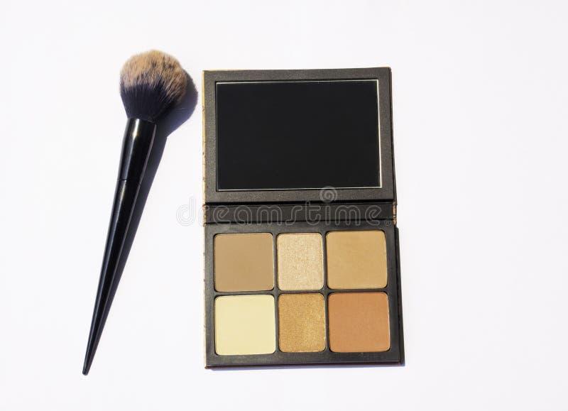 Les brosses de visage accentuent le maquillage image stock
