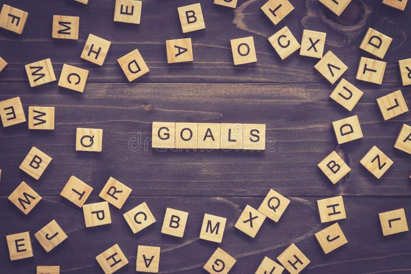 Les buts expriment sur la table en bois pour le concept d'affaires image stock