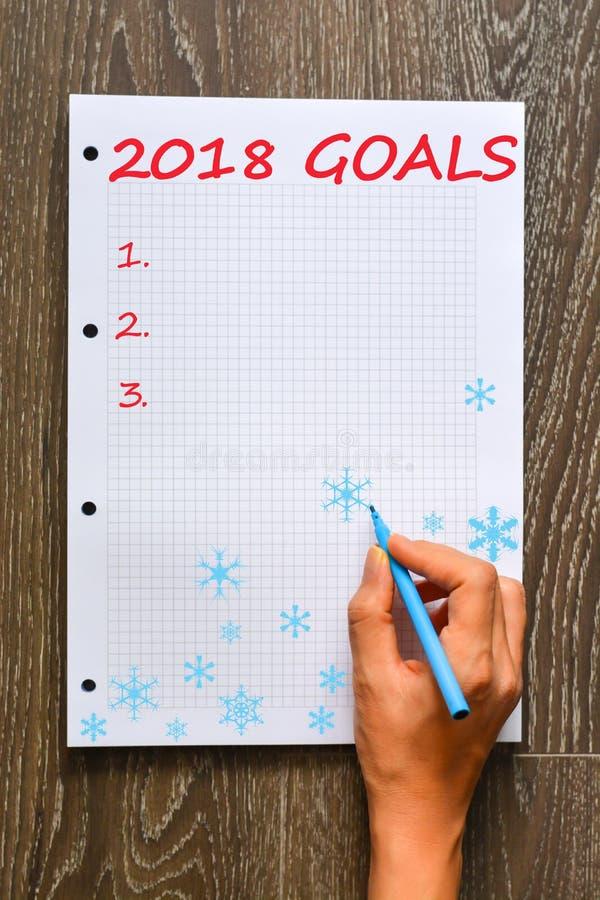 Les buts personnels et professionnels énumèrent pendant la nouvelle année 2018 sur le livre de maths photographie stock libre de droits