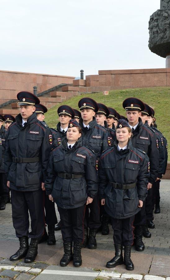 Les cadets de la police sur la construction solennelle image libre de droits