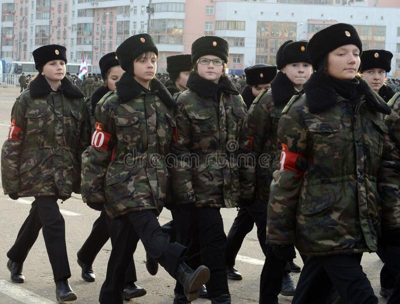 Les cadets des corps de cadet de Moscou à la mémoire des héros de la bataille de Stalingrad se préparent au défilé le 7 novembre  photos stock