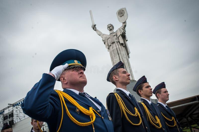 Les cadets marque le soixante-dixième anniversaire de la fin de la deuxième guerre mondiale photos libres de droits