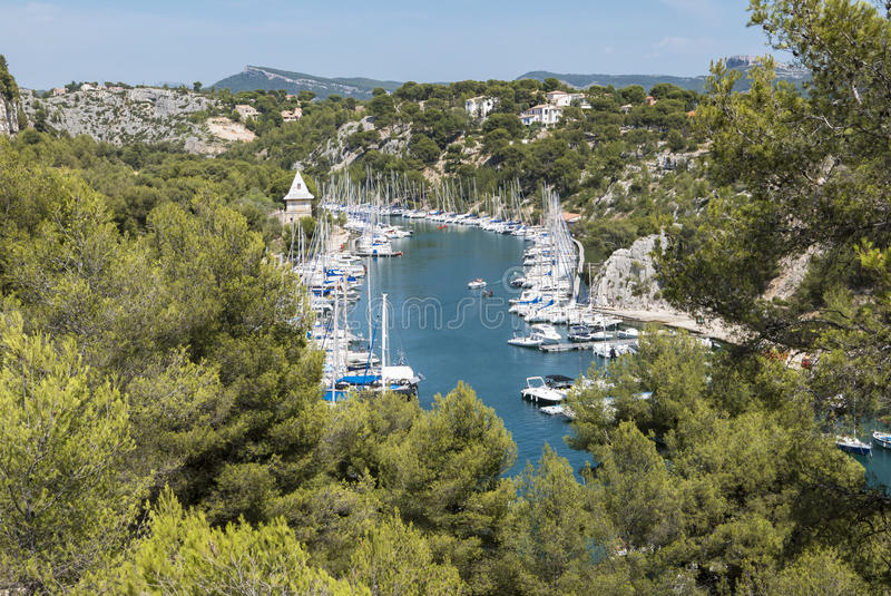 Download Les Calanques (Frances) photo stock. Image du été, bleu - 76084446