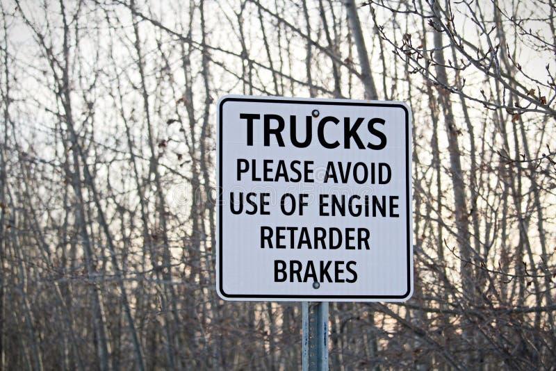Les camions évitent le signe de freins de retard images stock