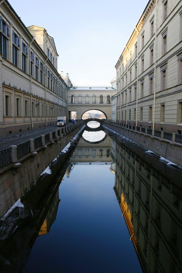 Les canaux de St Petersburg image libre de droits
