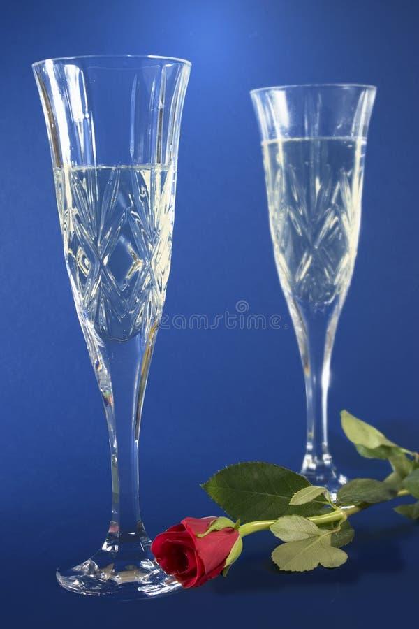 Les cannelures de Champagne et se sont levées photos stock