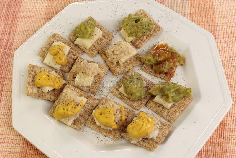 Les casse-croûte des biscuits ont complété avec du fromage et un grand choix d'écrimages photo libre de droits
