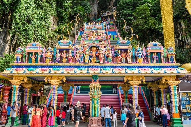 Les cavernes de Batu est une colline de chaux qui a une statue énorme de Lord Murugan Giant situé à l'entrée des cavernes de Batu photo stock