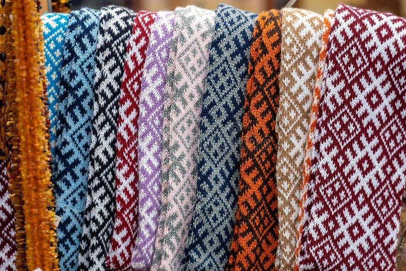 Les ceintures lettons traditionnelles sont des ceintures sont faites avec le fil, les objets façonnés précieux, variété de couleu image stock