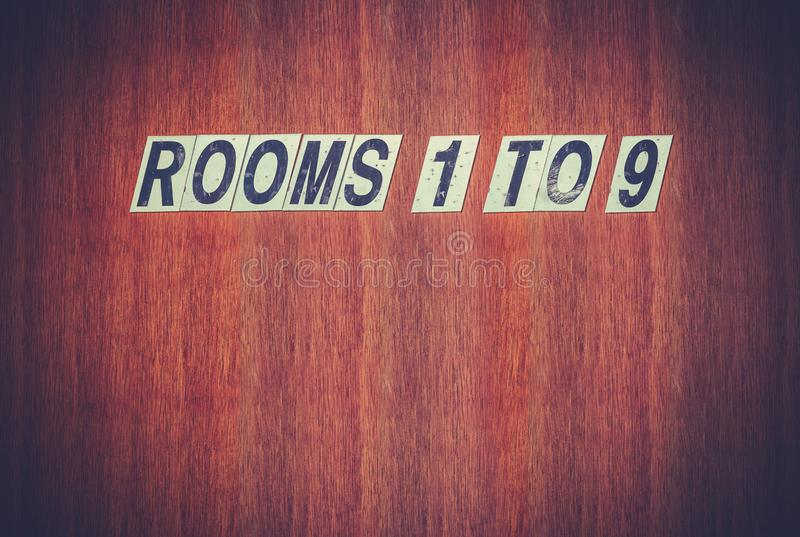 Les chambres d'hôtel sales signent images libres de droits