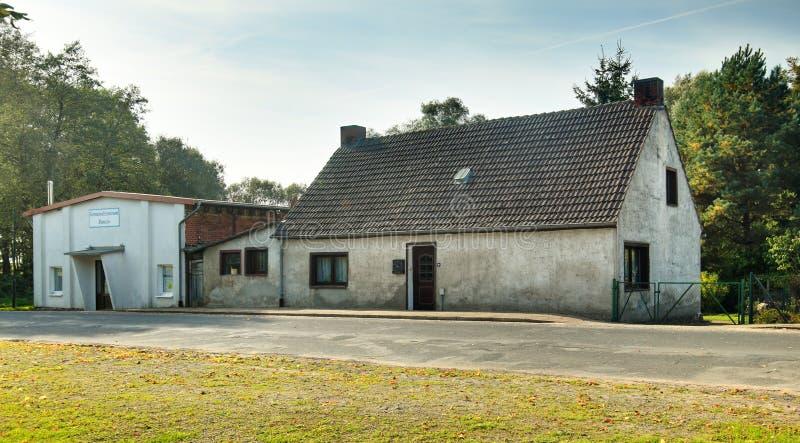Les Chambres ont énuméré comme monuments dans Ranzin, Allemagne Le mot sur le bâtiment gauche signifie le centre social Ranzin images stock