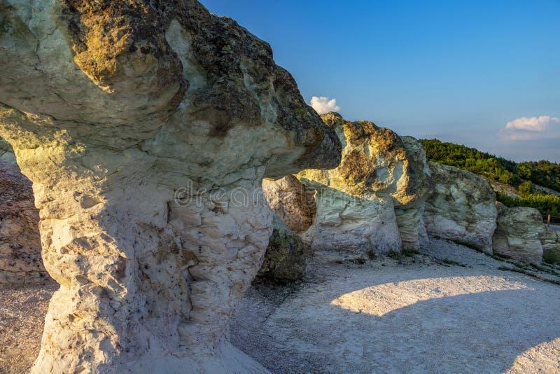 Les champignons de pierre près du village de Beli Plast, Bulgarie images libres de droits
