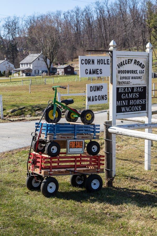 Les chariots et le Tricyle sont en vente images libres de droits