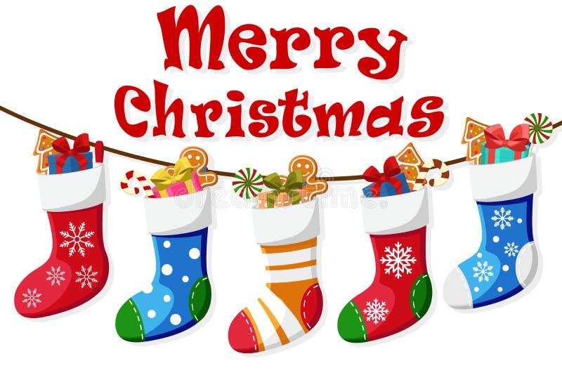Les chaussettes de Noël pleines des cadeaux et de la sucrerie pèsent sur une corde illustration libre de droits