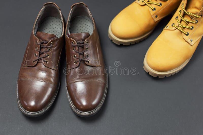 Les Chaussures Des Hommes En Cuir Bruns Classiques Et Jaunir