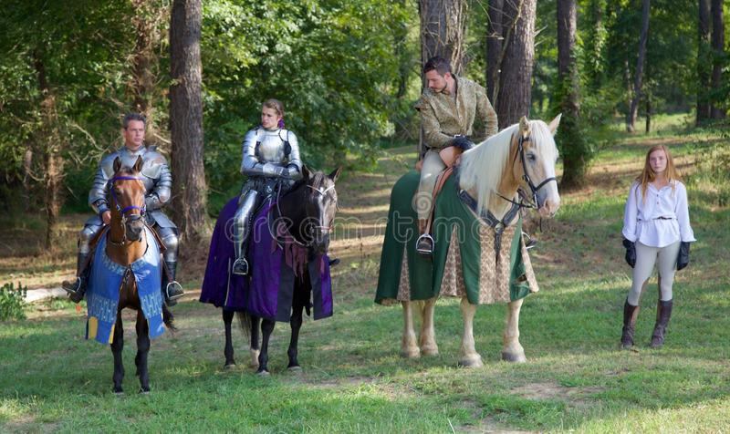 Les chevaliers disposent à jouter à la Renaissance inaugurale Faire de Mi-sud photos libres de droits