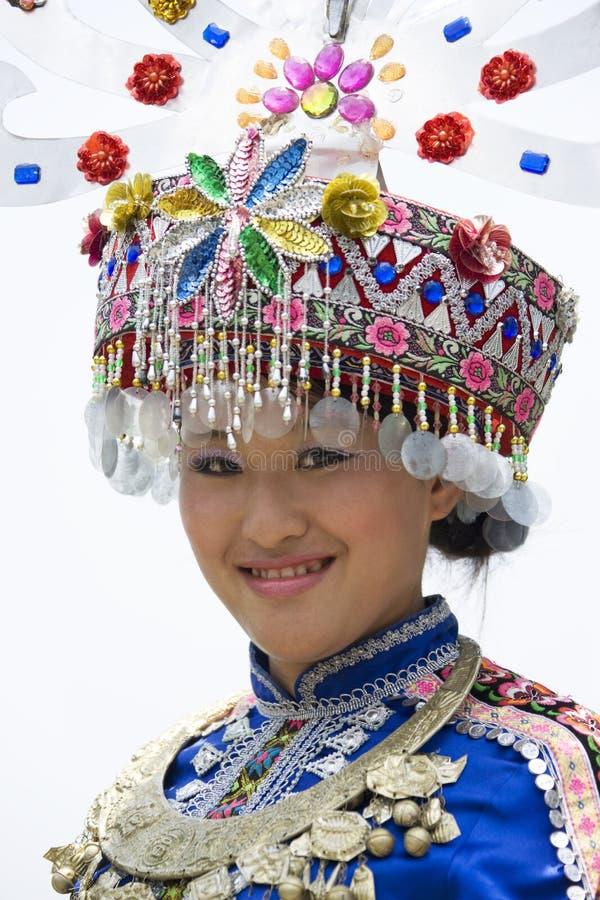 les Chinois rectifient la fille ethnique traditionnelle image libre de droits
