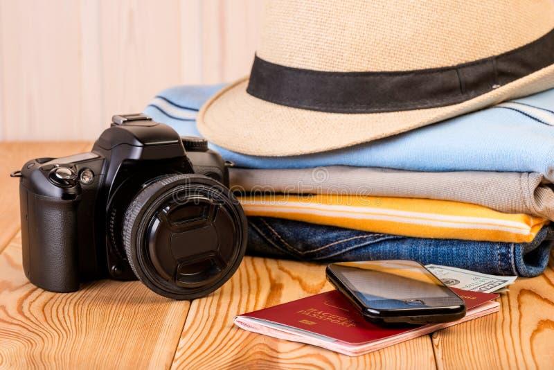 Les choses les plus nécessaires sont prêtes pour un long voyage images libres de droits