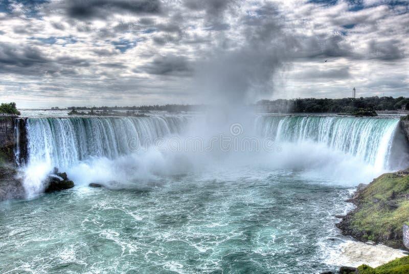 Les chutes du Niagara Horeshoe tombent avec l'édition artitic pour créer le su images libres de droits