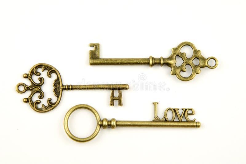 Les clés médiévales ornementales de vintage avec la pièce forgéee complexe, composée d'éléments de fleur de lis, les rouleaux de  image libre de droits