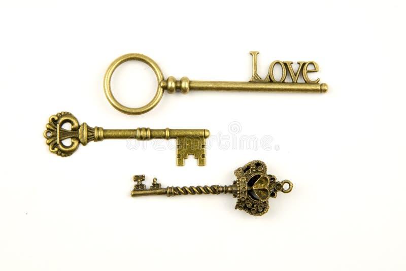 Les clés médiévales ornementales de vintage avec la pièce forgéee complexe, composée d'éléments de fleur de lis, les rouleaux de  photos stock
