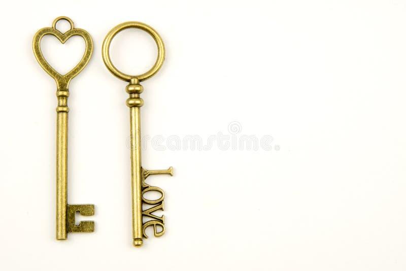 Les clés médiévales ornementales de vintage avec la pièce forgéee complexe, composée d'éléments de fleur de lis, les rouleaux de  photographie stock libre de droits
