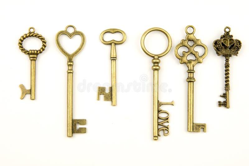 Les clés médiévales ornementales de vintage avec la pièce forgéee complexe, composée d'éléments de fleur de lis, les rouleaux de  images libres de droits
