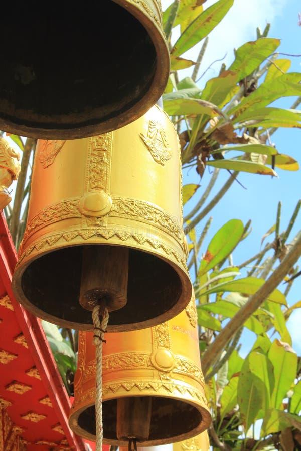 Les cloches dans le temple photo stock