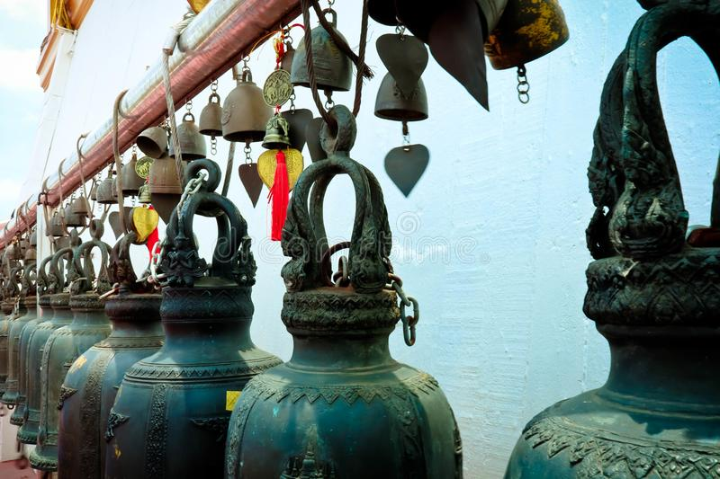 Les cloches dans le temple photo libre de droits