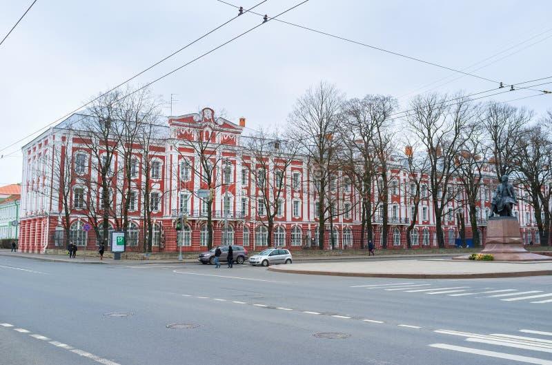 Les collégiums de Twelwe construisant dans le St Petersbourg, Russie images libres de droits