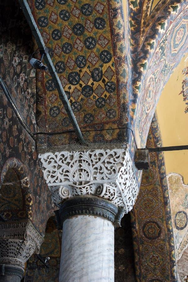 Les colonnes à l'intérieur de Hagia Sophia sur l'affichage images libres de droits