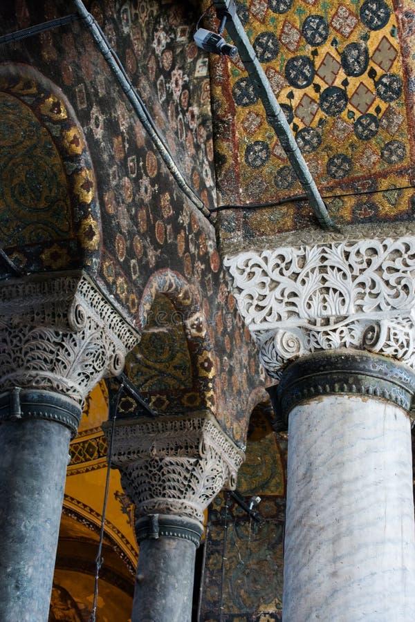 Les colonnes ? l'int?rieur de Hagia Sophia sur l'affichage photos stock