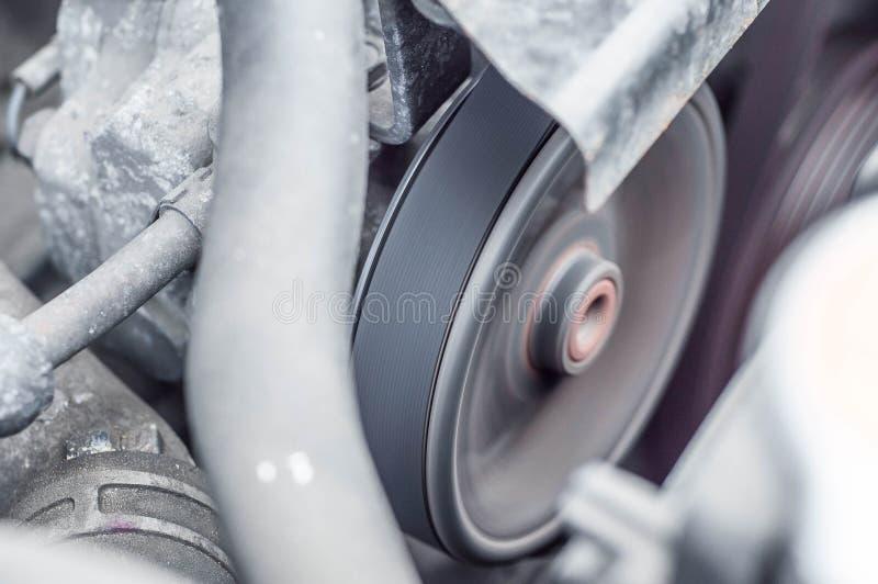 Les composants de dispositif du moteur de voiture dans le compartiment réacteur photo libre de droits