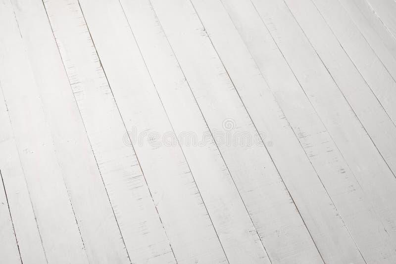 Les conseils en bois blancs se trouvent diagonalement Milieux et textures photographie stock libre de droits