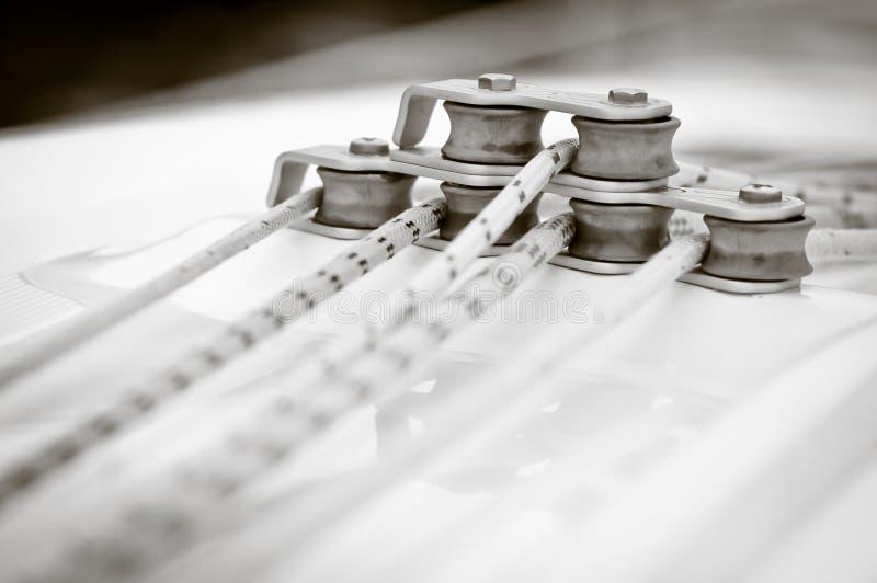 Les cordes de navigation, sépia ont modifié la tonalité photographie stock