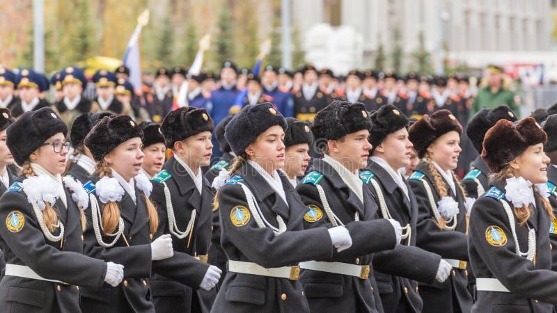 Les corps de cadet du ministère des affaires intérieures marchent à travers la place image libre de droits