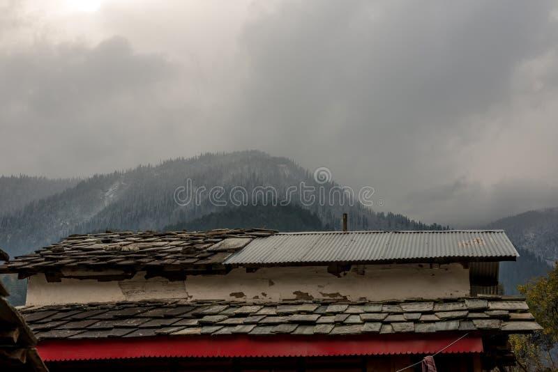 Les couches des montagnes brumeuses en Inde photo stock