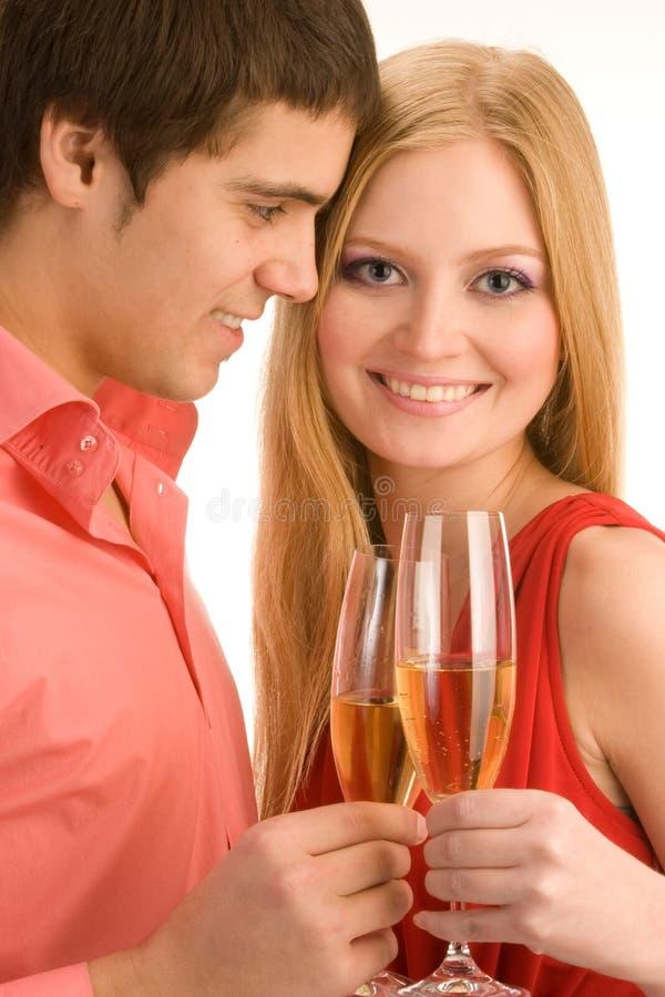Les couples heureux célèbrent image stock