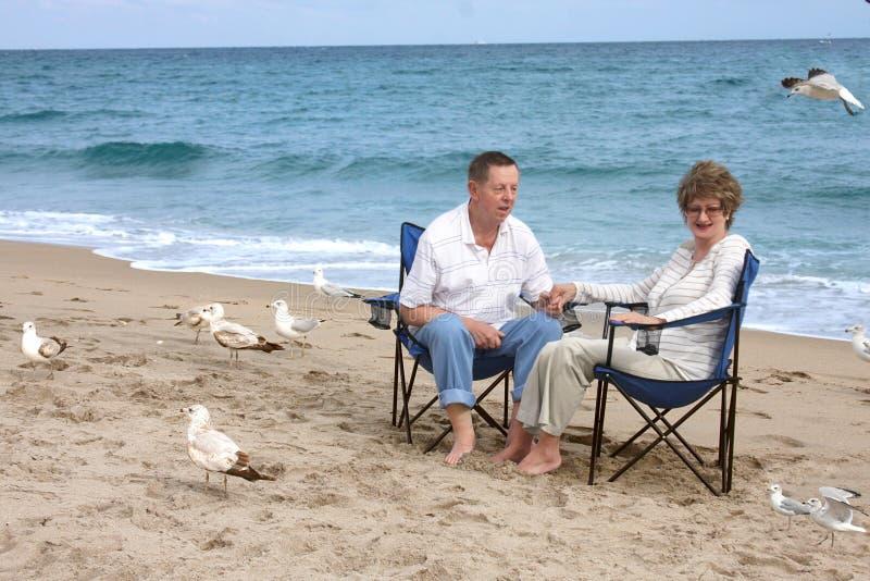 les couples mûrissent romantique image stock