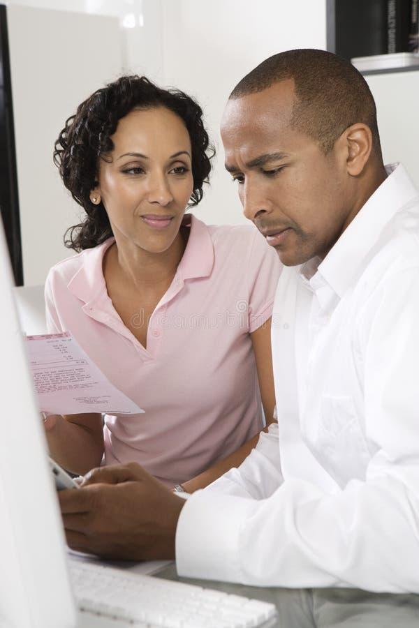 Les couples se sont inquiétés des factures images libres de droits